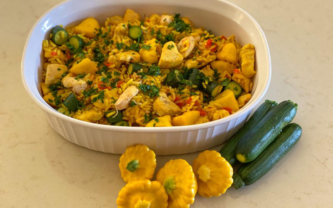 Arroz con pollo y verduras con cúrcuma